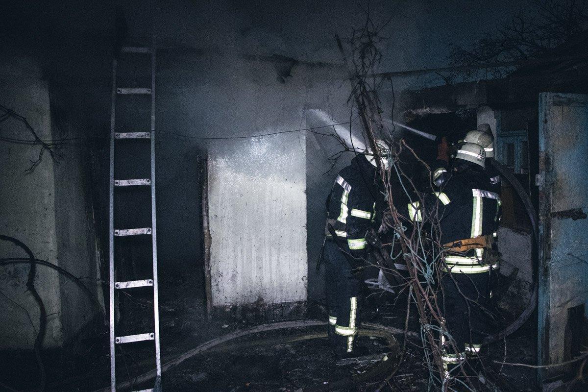 У Києві безхатьки підпалили будівлю: є загиблий