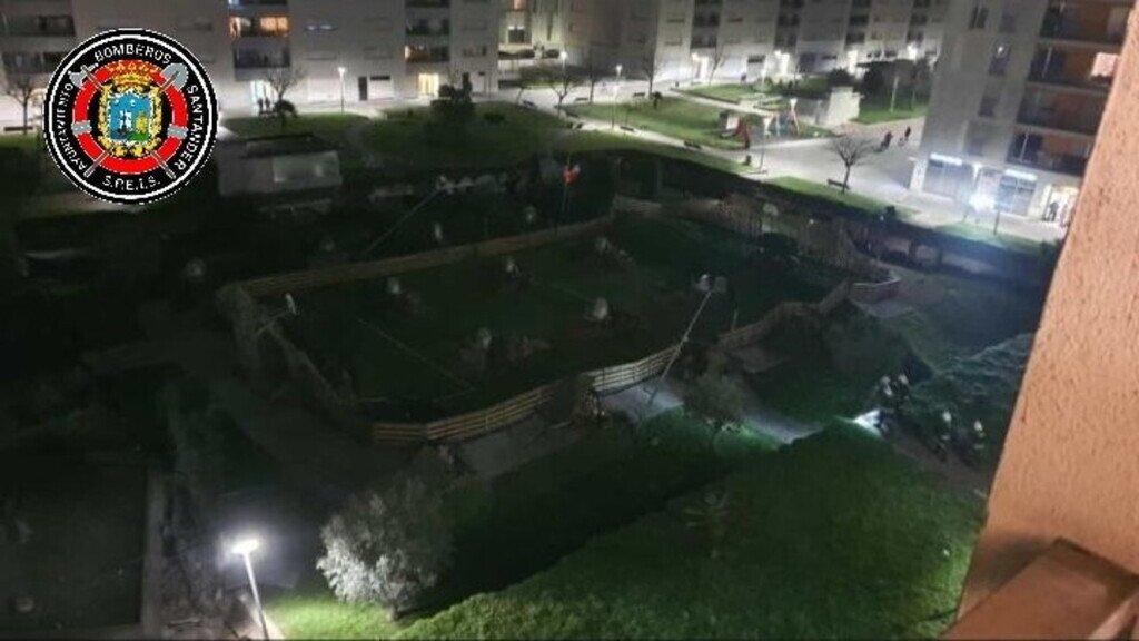 Детская площадка ушла под землю вместе с людьми: жуткие кадры