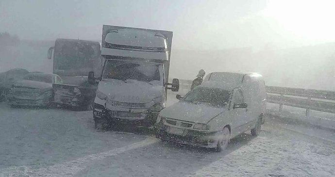 Автобуси зіткнулися з легковиками: у Словаччині сталася страшна ДТП з українцями