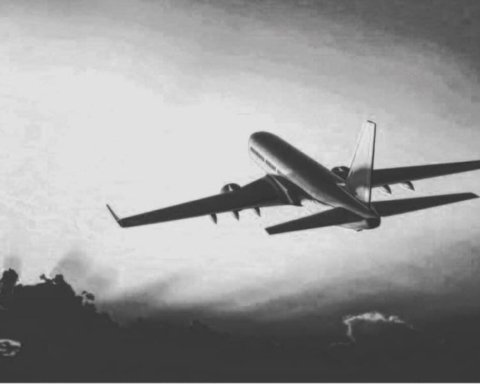 В Афганистане разбился пассажирский самолет: первые подробности
