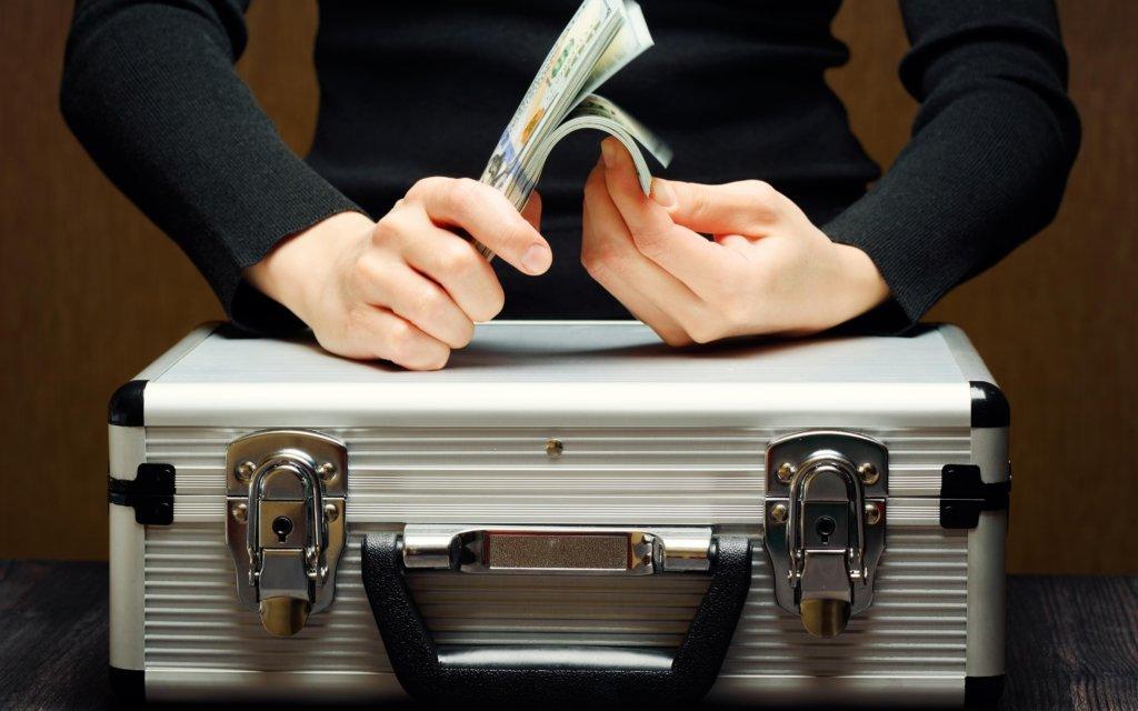 Долар завис: свіжий курс валют на 5 травня