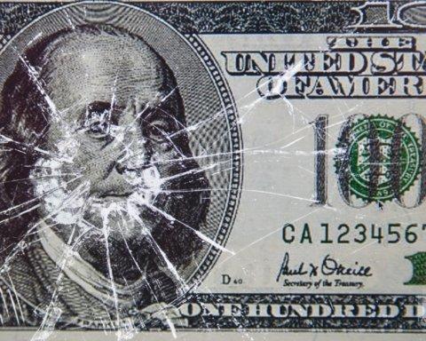 Долар продовжує стрімко дорожчати