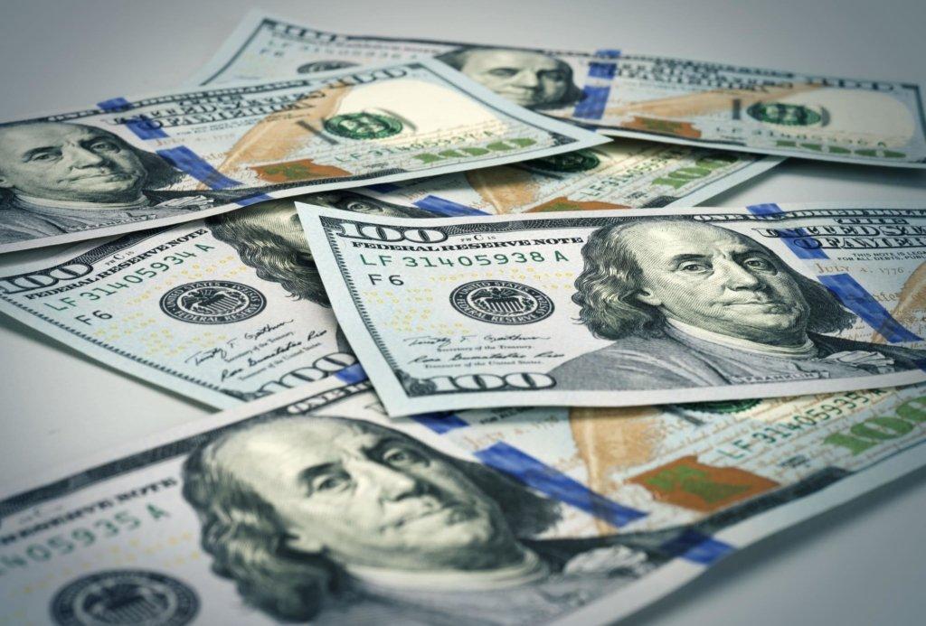 Долар різко впав у ціні: курс валют на 8 травня