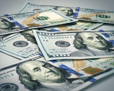 Доллар продолжает стремительно расти: курс валют