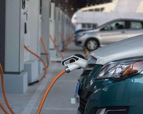 Водителям запретили парковаться на местах для электромобилей: озвучены штрафы