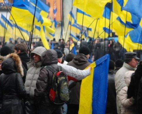 Украинцы выбирают демократические ценности: опрос