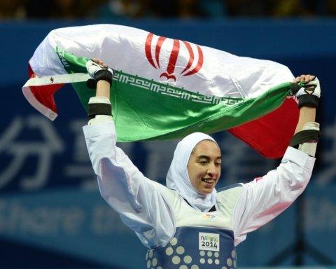 Единственная иранская олимпийская медалистка выехала из родной страны в Европу