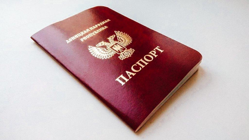 Стало відомо, скільки паспортів встигла роздати Росія на окупованому Донбасі