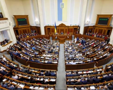 """""""Зарплатний скандал"""" може продовжитися: скільки отримують депутати Ради"""