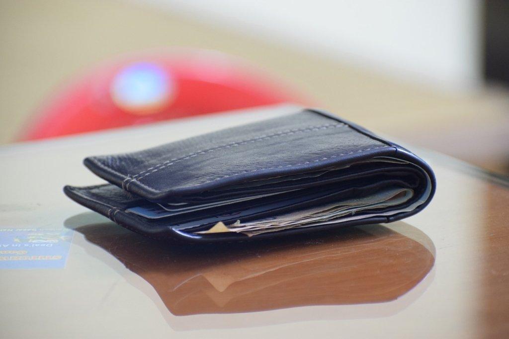 Кто в Украине зарабатывает больше всех: появились данные о размерах зарплат