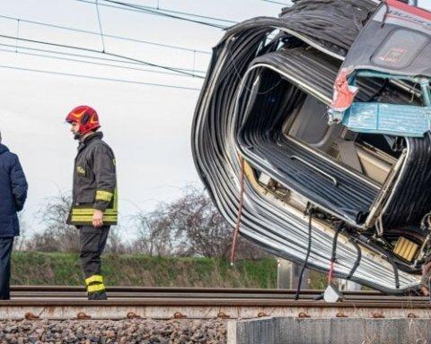 Потяг зійшов з рейок в Італії: багато загиблих та постраждалих