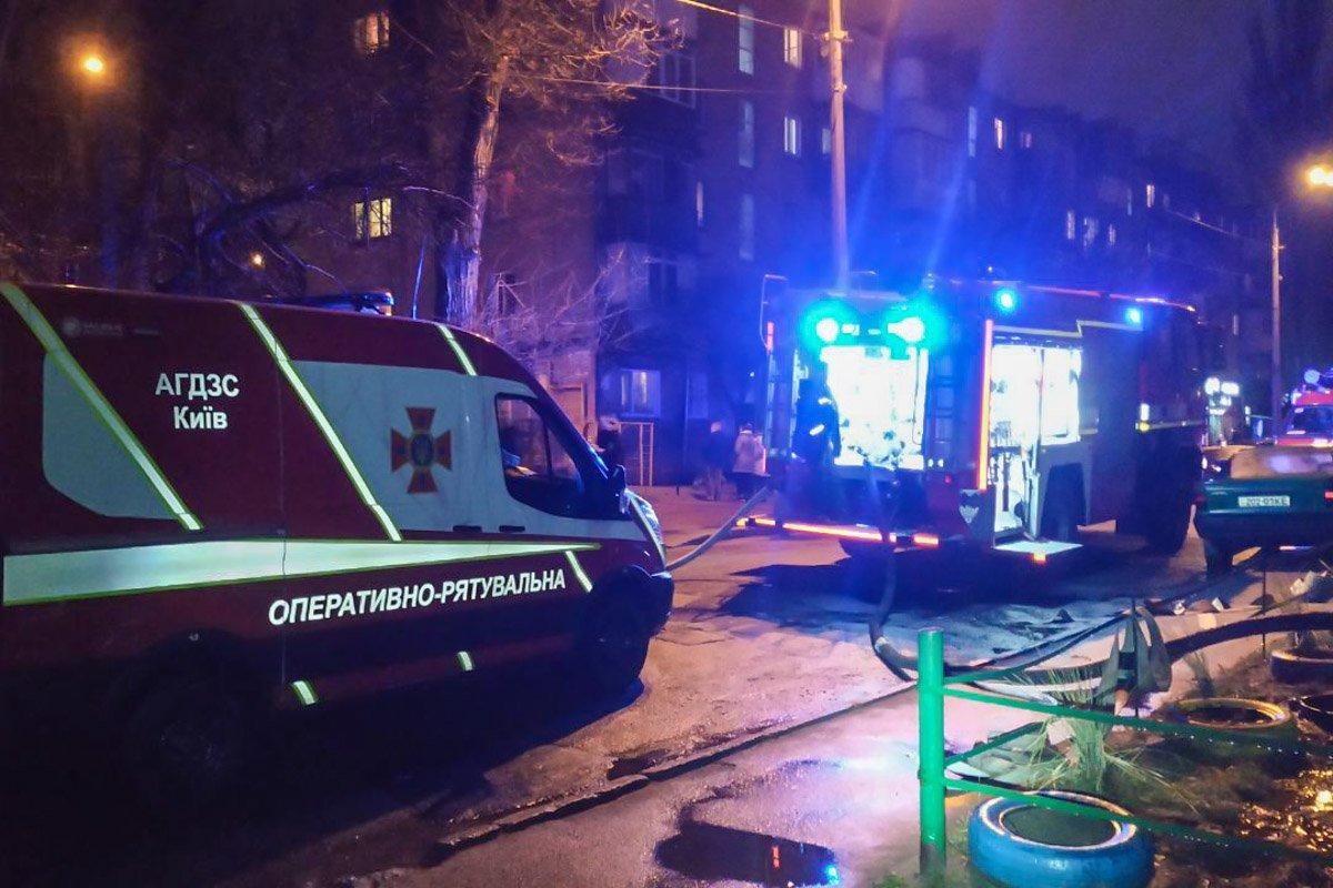 У Києві сталася смертельна пожежа у багатоповерхівці: є жертва