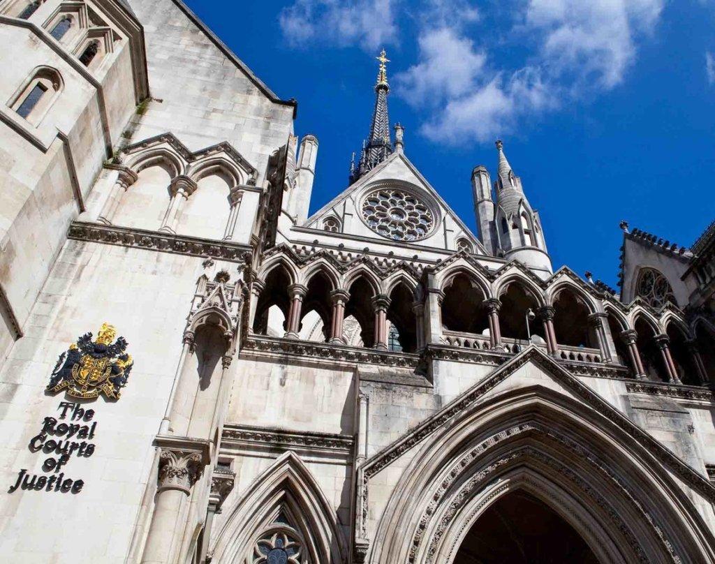 На Порошенко и Гонтареву подали в суд Лондона: что известно