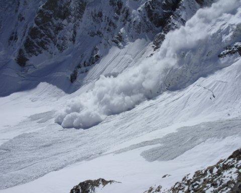 Турцию накрыли смертоносные лавины: погибли десятки человек