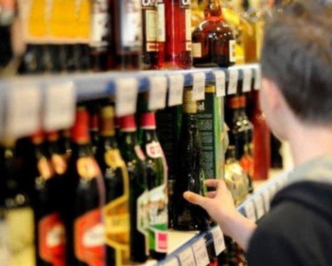 В Украине радикально увеличат штрафы за продажу алкоголя и сигарет детям