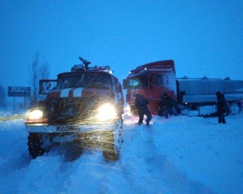 Непогода в Украине: сотни населенных пунктов остались без света