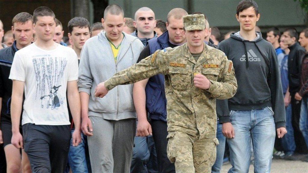 Українців в армію не будуть брати з 18 років: названо умову