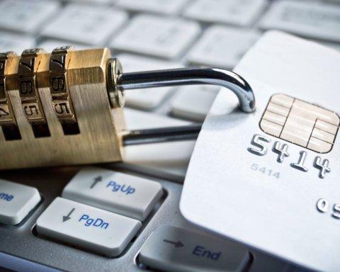 ПриватБанк запустил автоматическую блокировку счетов: что нужно знать
