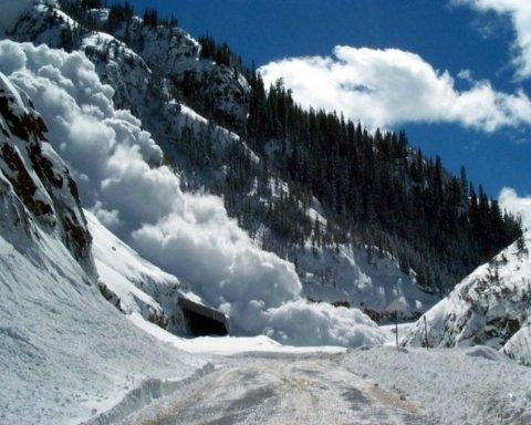 Сход лавин в Карпатах: названы опасные места
