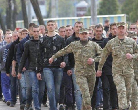 В Черновцах стартовал призыв в армию, несмотря на карантин