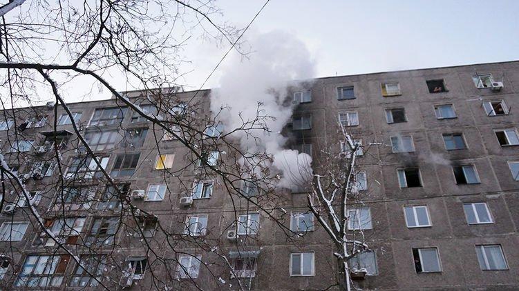 У Дніпрі спалахнула потужна пожежа у житловому будинку: евакуйовано десятки людей, є постраждалі
