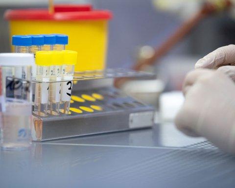 Украина получила тесты для выявления коронавируса