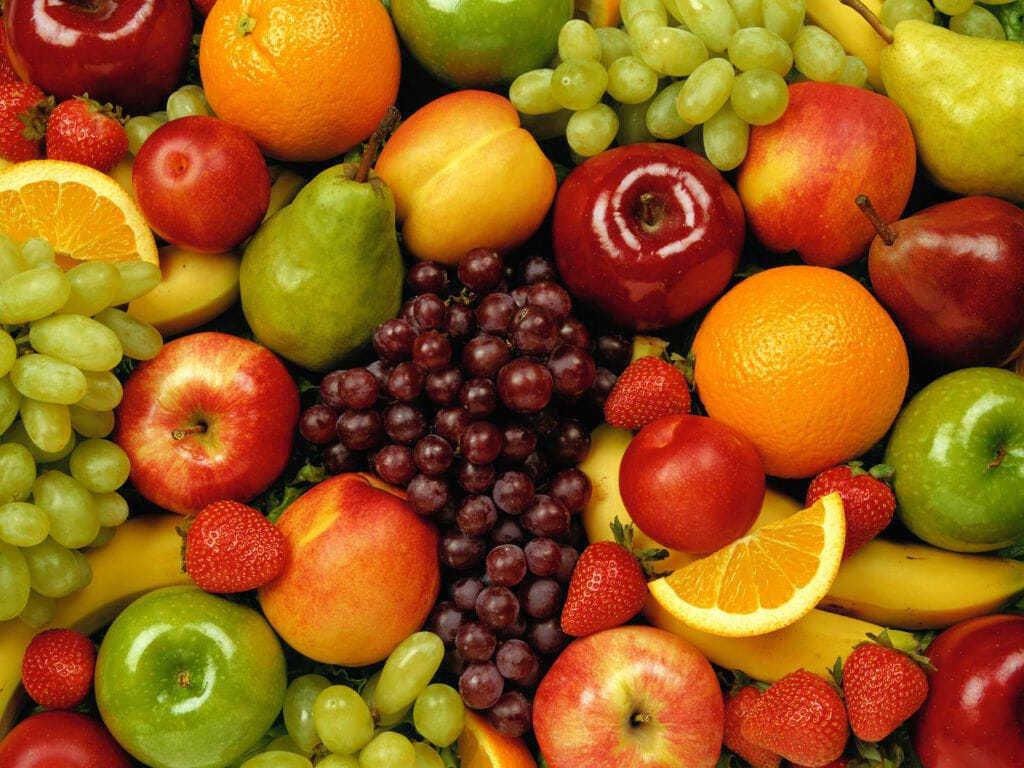 Овочі та фрукти потрібно мити з милом: медик попередив українців