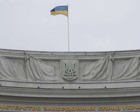 В МЗС пояснили скандал із забороною на виїзд за кордон громадян України