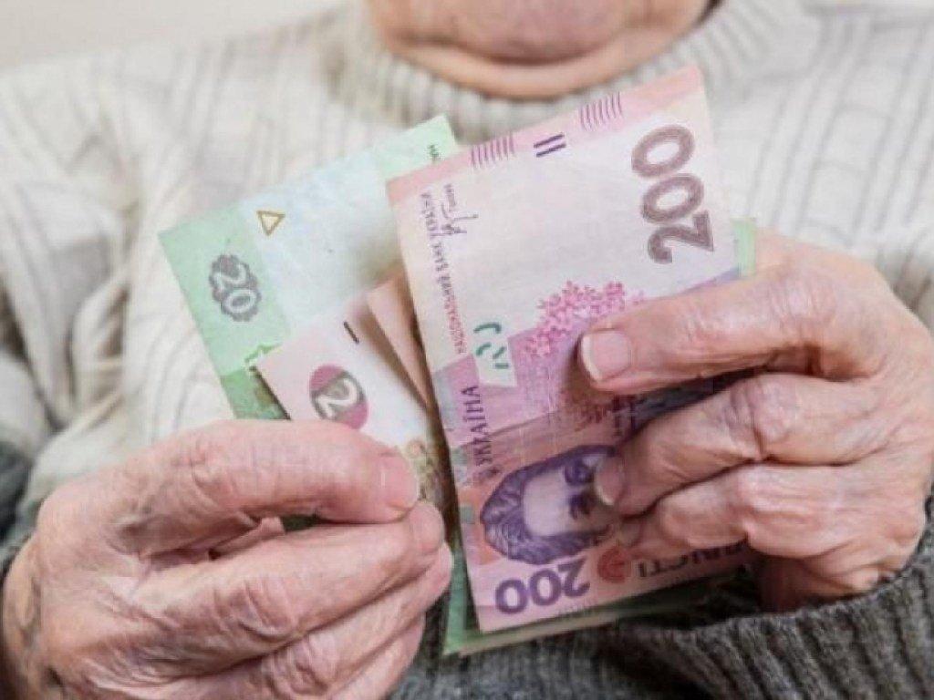 На грани выживания: названы реальные размеры пенсий в Украине