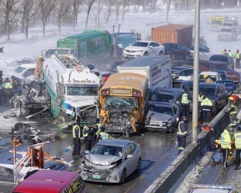 Столкнулись 200 авто: жуткое ДТП в Канаде попало на видео