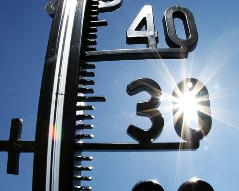 Невыносимая жара и шквалы с градом: синоптики озвучили прогноз погоды на сегодня