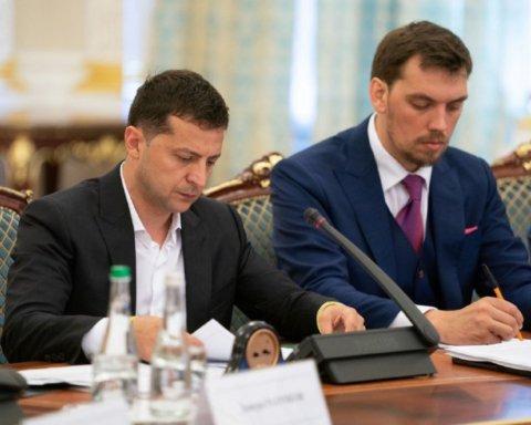Министр Дубилет предложил платить премии президенту и премьеру