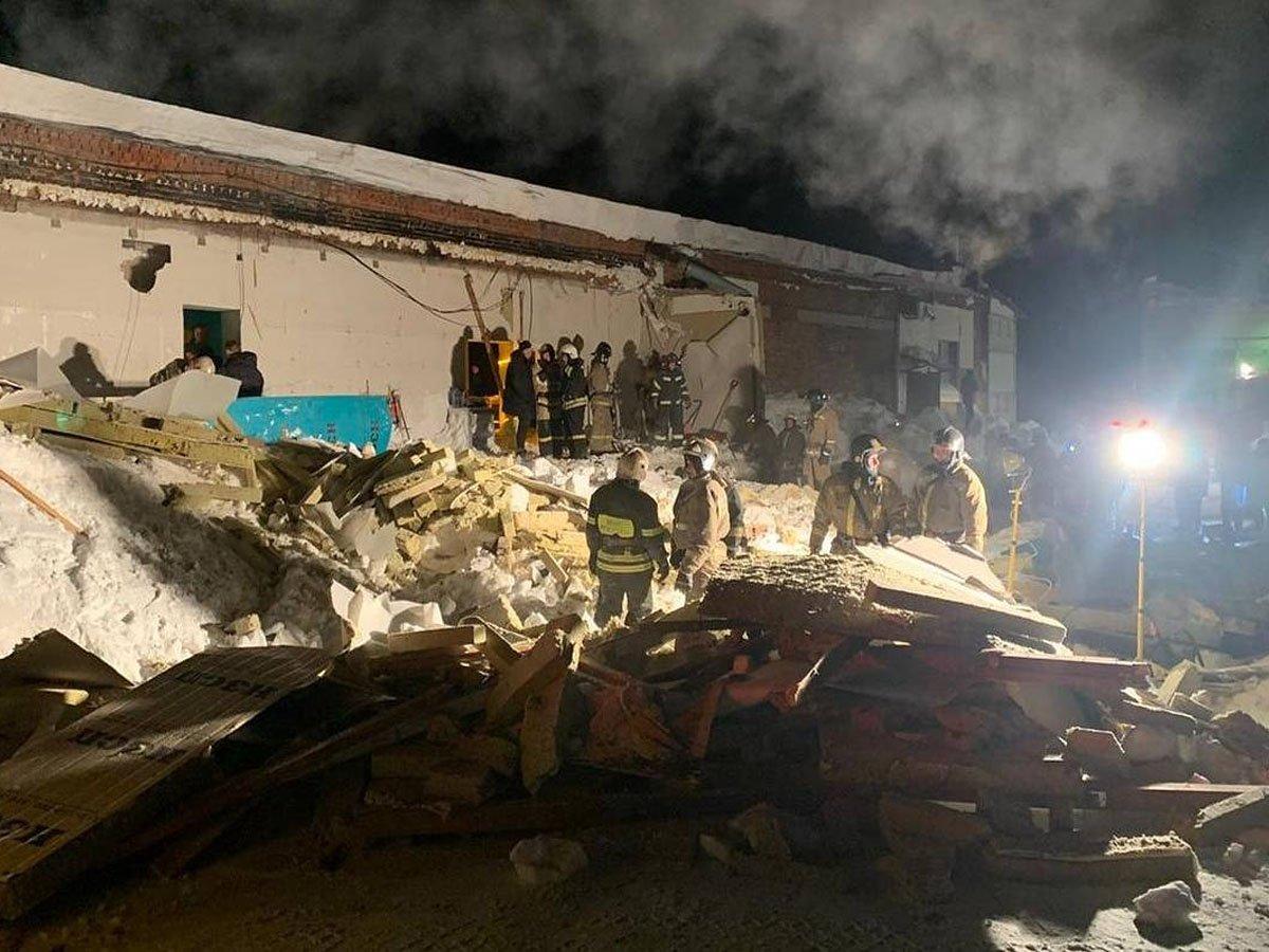 В России обрушилась крыша кафе: много пострадавших и жертв
