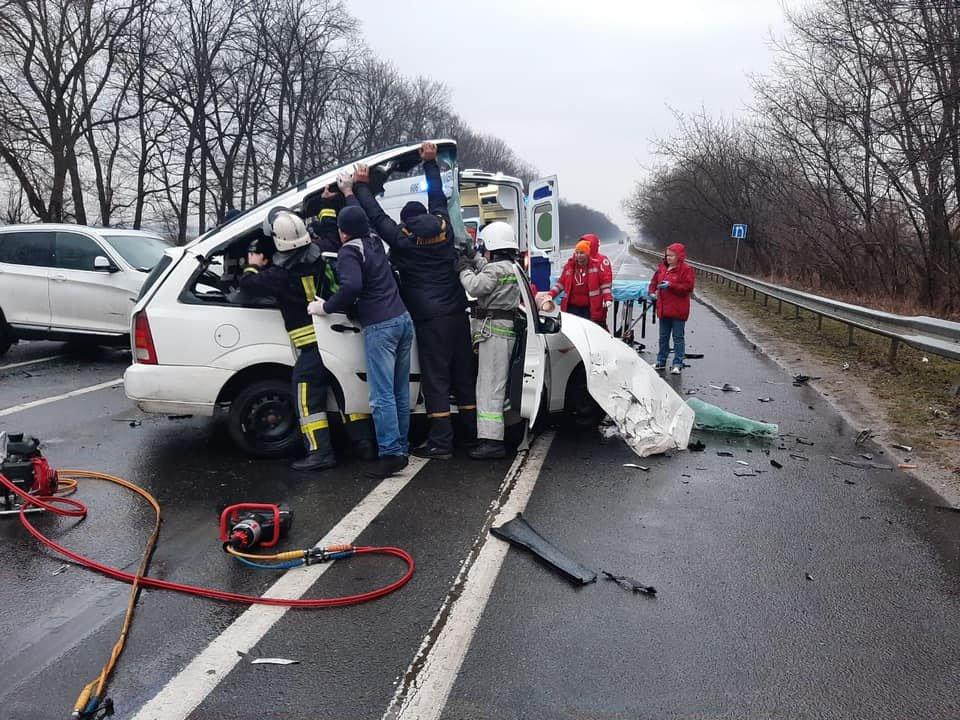 В страшном ДТП на Львовщине погибли два человека: жуткие кадры
