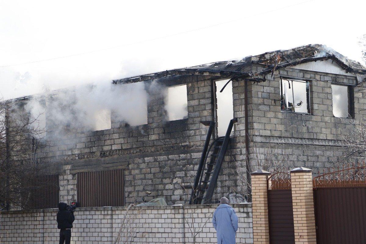 Дим до небес: у Києві спалахнула потужна пожежа