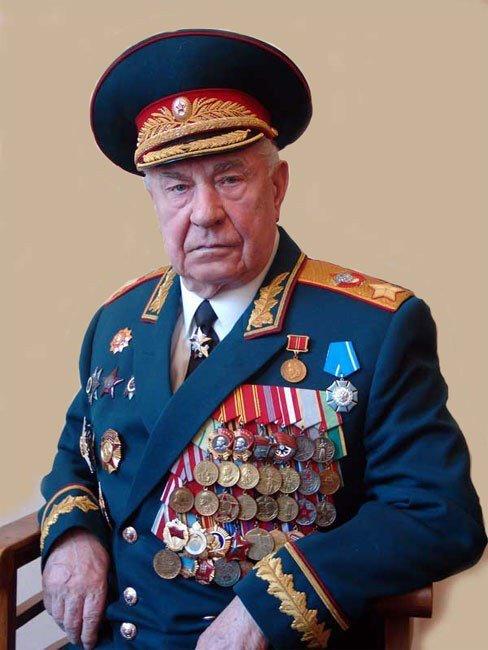 В России – герой, в Европе – военный преступник: умер последний маршал СССР, что о нем известно