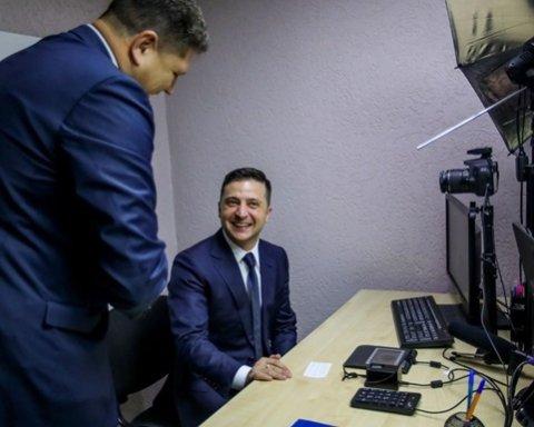 Зеленський першим в Україні отримав електронний підпис на ID-карту