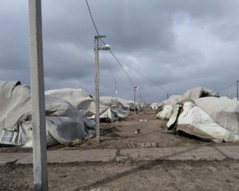Мощный ветер под Николаевом «разгромил» палаточный городок ВСУ