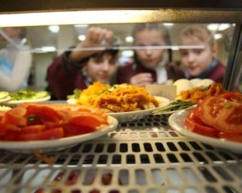 Дітей-переселенців почнуть безкоштовно годувати у школах