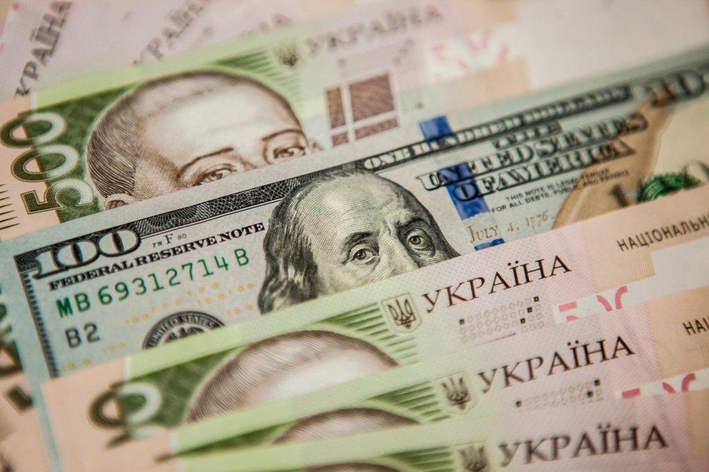 Доллар продолжит падать: аналитики дали прогноз курса валют на ближайшие дни
