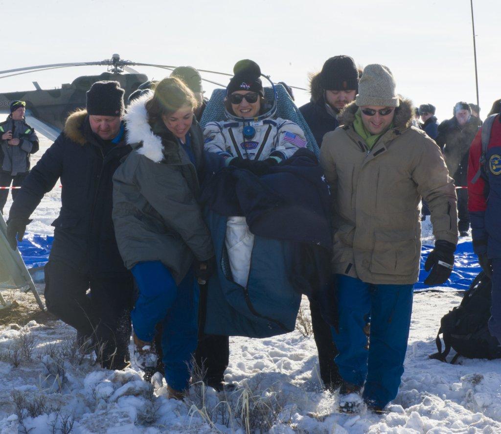 Американская астронавтка вернулась на Землю, установив новый космический рекорд