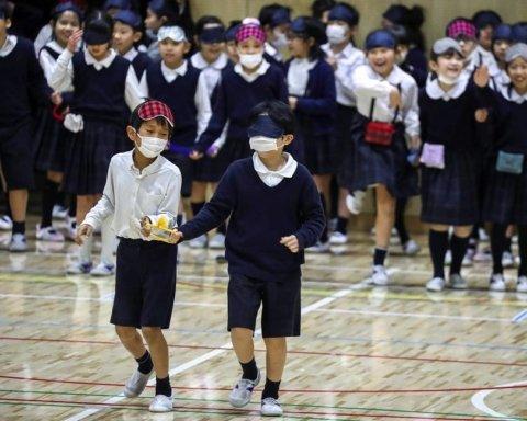 В Японии собираются закрыть все школы из-за коронавируса