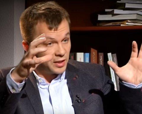 Міністр Милованов показав, як правильно захищатися від коронавірусу