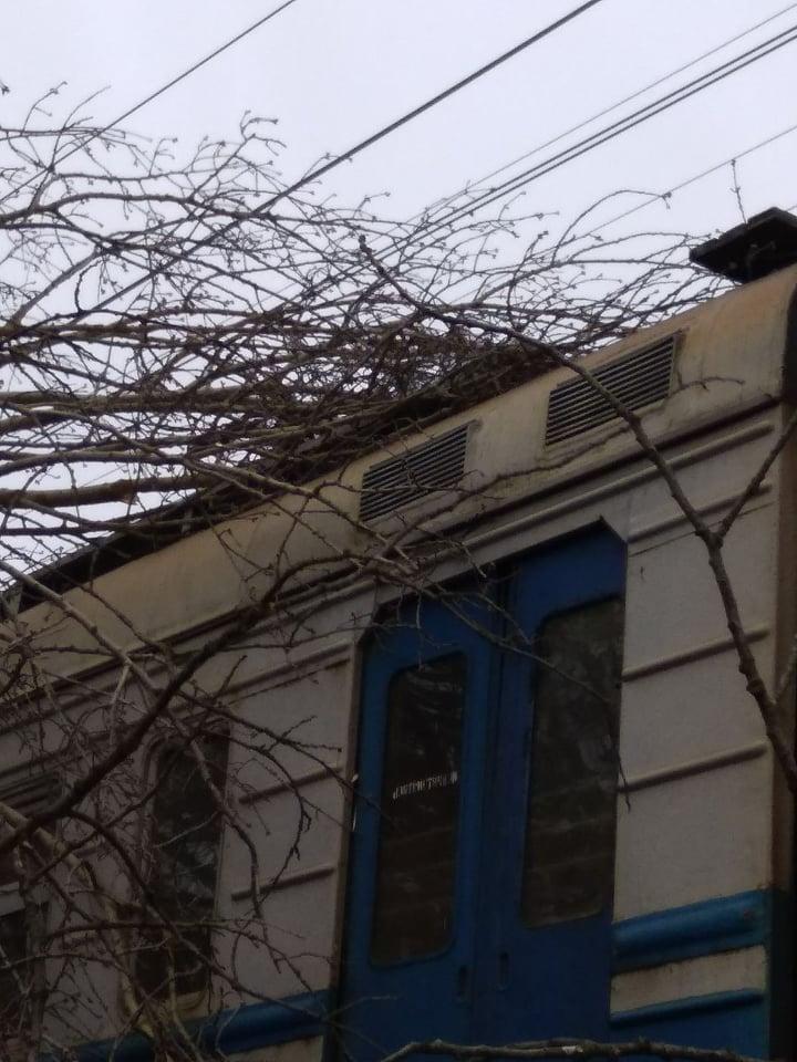 Непогода в Украине: на Львовщине остановились поезда из-за повреждения пути