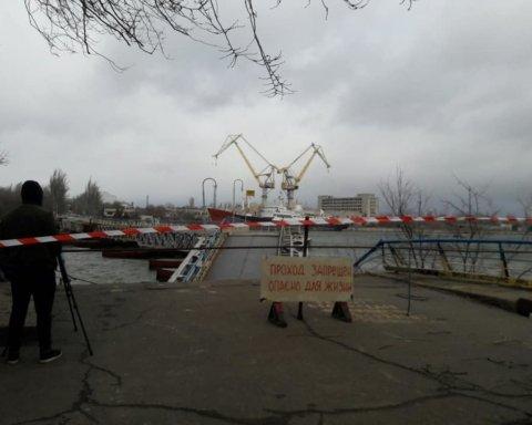В Николаеве из-за непогоды рухнул мост