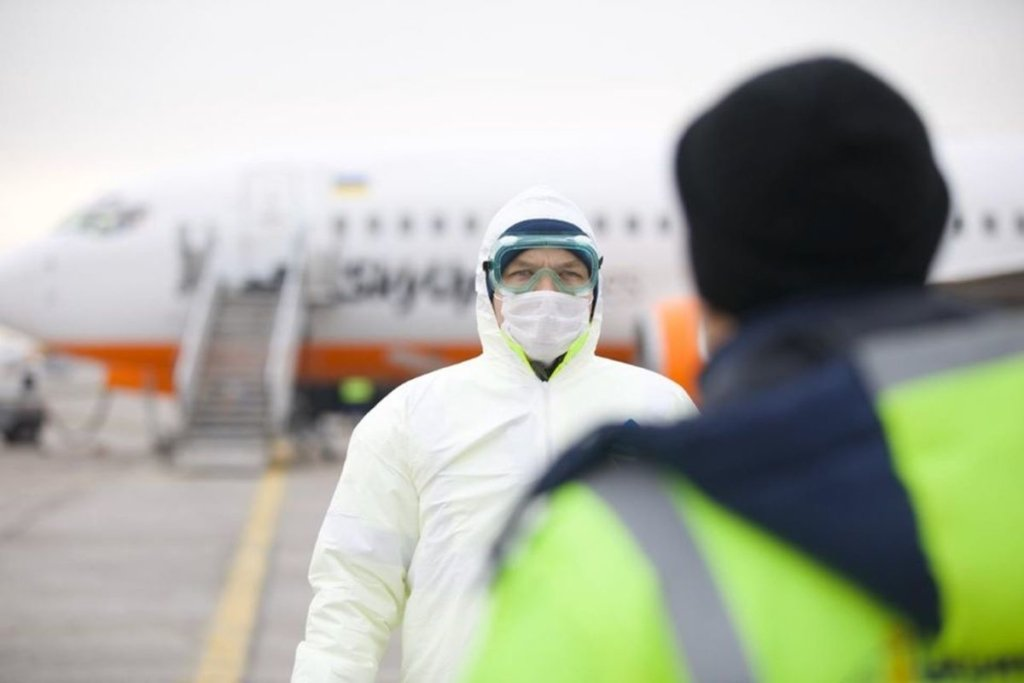 """Нові правила в'їзду в Україну: більше ніяких ПЛР-тестів і додатку """"Вдома"""""""