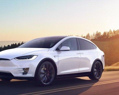 Tesla срочно отзывает 15 тысяч авто через критический недостаток: что случилось