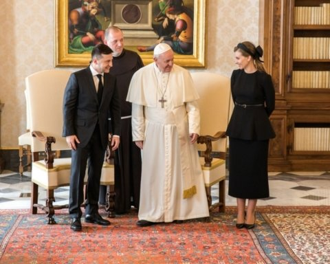 Зеленский рассказал, о чем говорил с Папой Римским