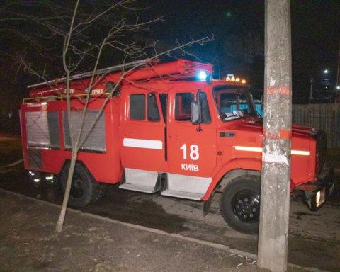 Поджег и убежал: подробности пожара в киевской многоэтажке
