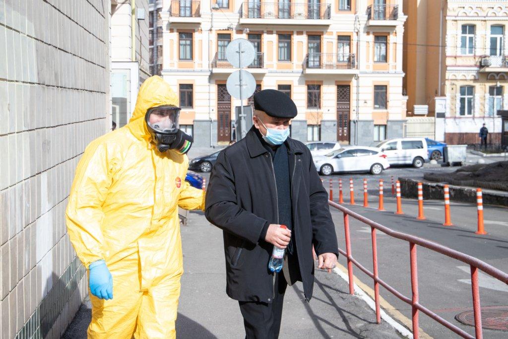 Коронавірус в Україні: названо людей, які не можуть захворіти